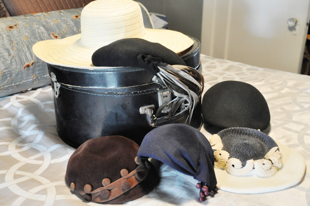 Queen Mary Art Deco Festival vintage dress hats packing list