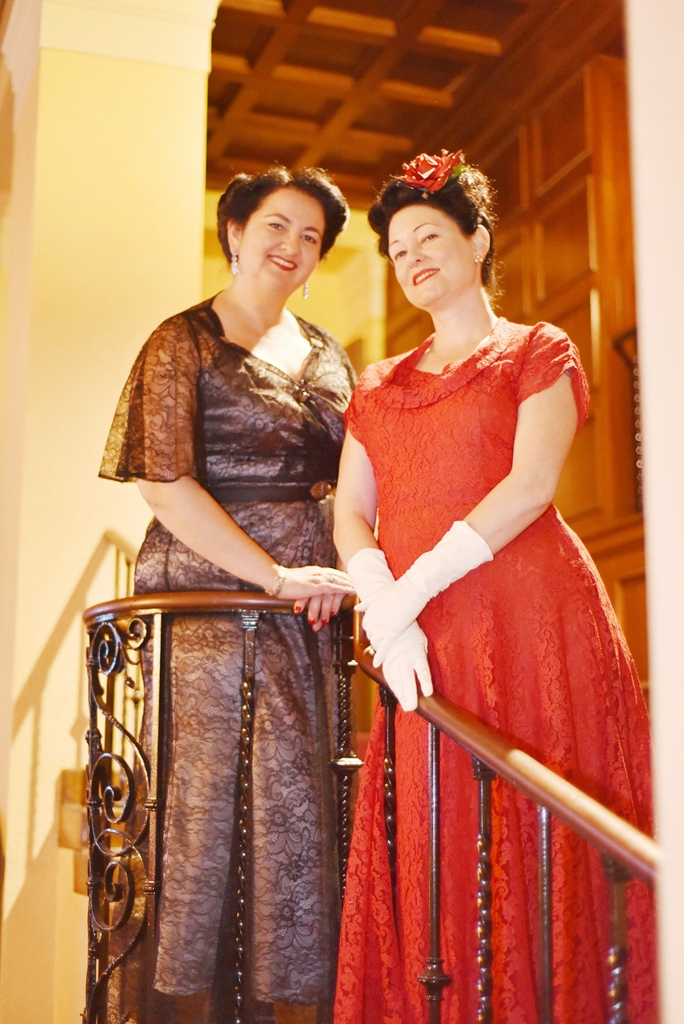 Vintage dressed women at the Ebell
