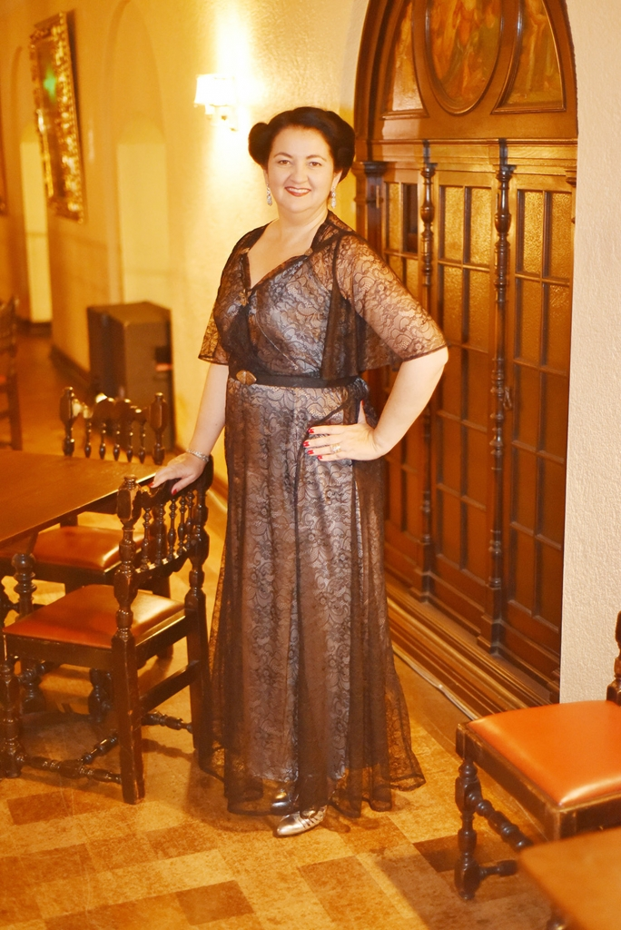 Vintage dressed lady at the Ebell in 1930s reproduction dress